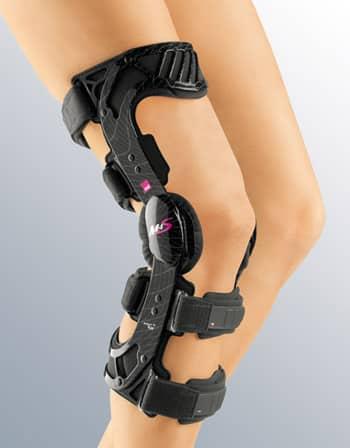 Регулируемый жесткий коленный ортез M.4s ACL -