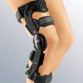 Жесткий регулируемый коленный ортез для стабилизации задней крестообразной связки колена M.4s PCL