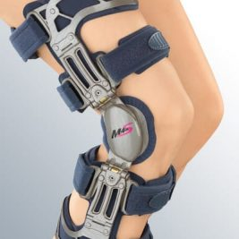 Жесткий регулируемый коленный ортез укороченный M.4s OA